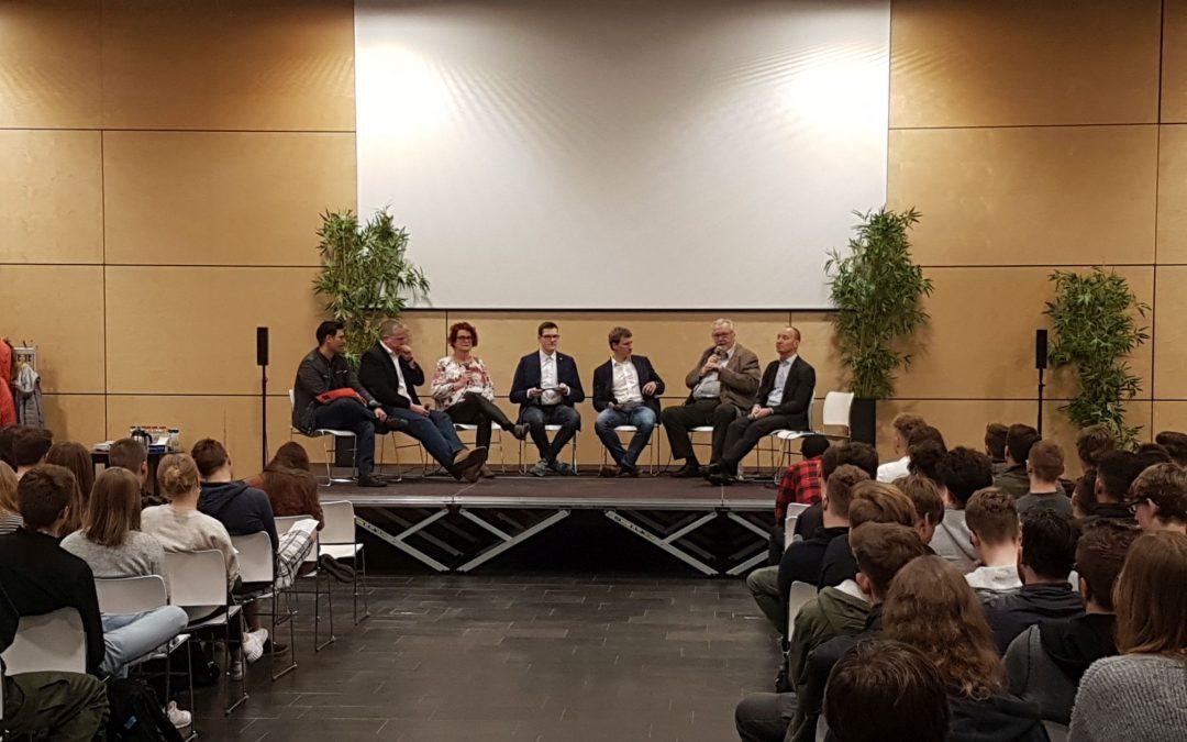 Europawahl Podiumsdiskussion (v.l. Fotis Matentzoglu, Jens Bennarend, Rita Nowak, Leon Werker, Alexander Batzke, Lothar Hegemann, Michael Kauch)