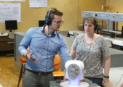Regionalkonferenz Hörakustik - Herr Kesper erklärt die Smartphone Funktionen für das Hörgerät