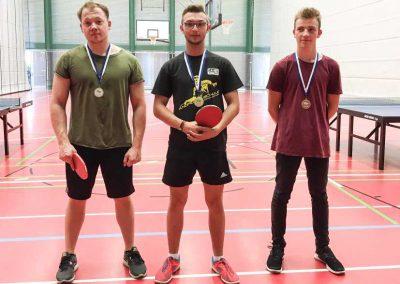 Sportfest am Max-Born-Berufskolleg. Die Sieger des Tischtennis-Turniers (v.l.): 2. Platz Marius Otto, 1. Platz Lukas Waclik, 3. Platz Lars Panofen.