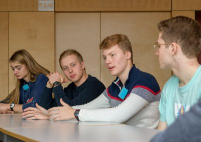 MBBK wird Botschafterschule am 17.01.2020: Diskussion bei den Juniorbotschafterinnen und Juniorbotschaftern