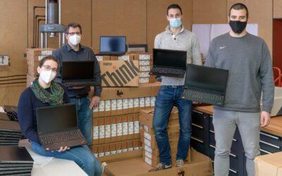 Übergabe von Laptops im Rahmen des DigitalPakts